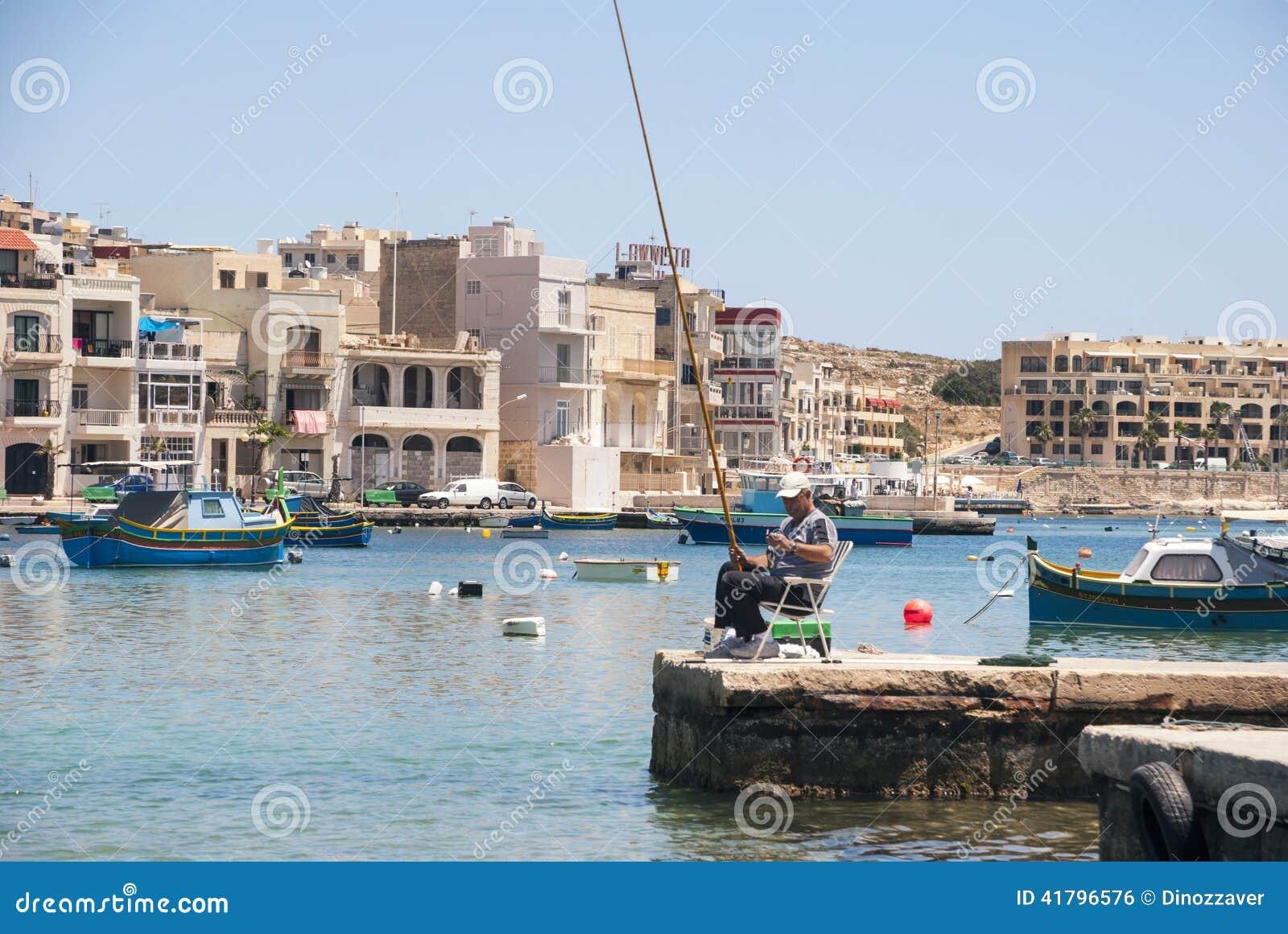 Рыбная ловля рыболова в Marsaskala, Мальте