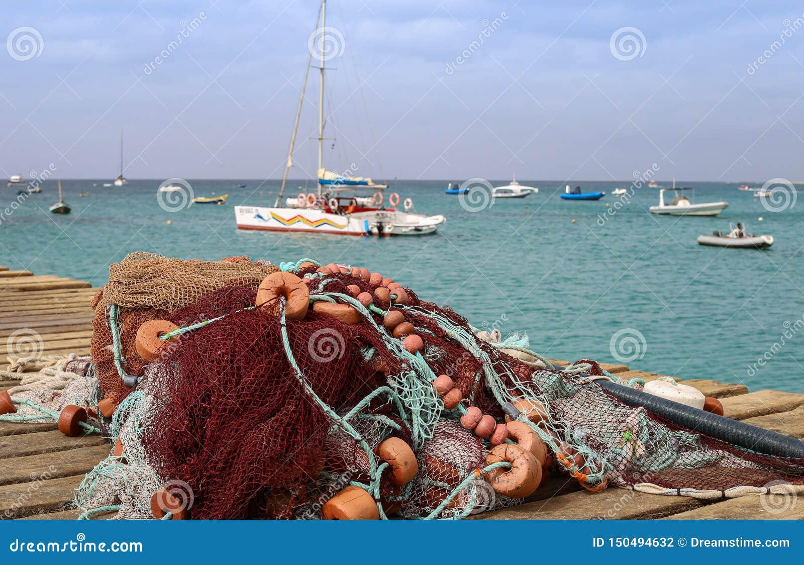 Рыболовная сеть с поплавками в острове соли каподастра Verde