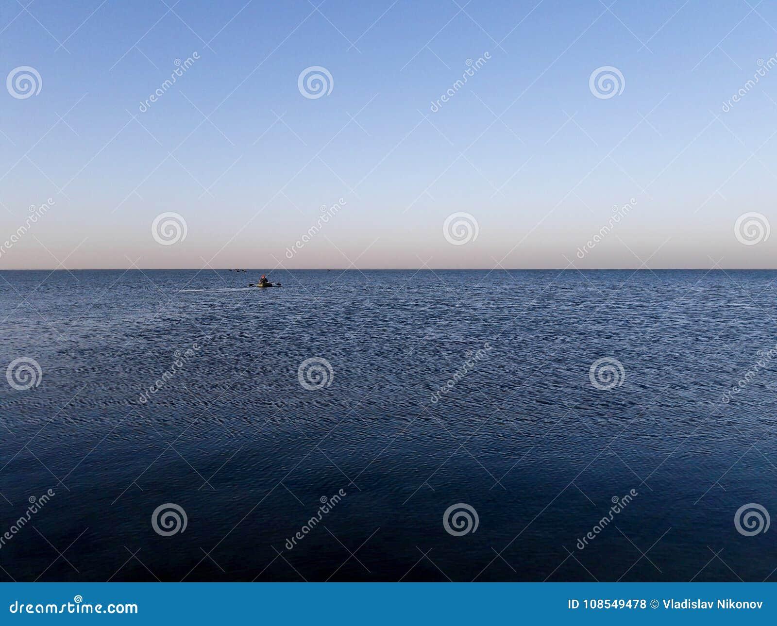Рыболовы на шлюпках