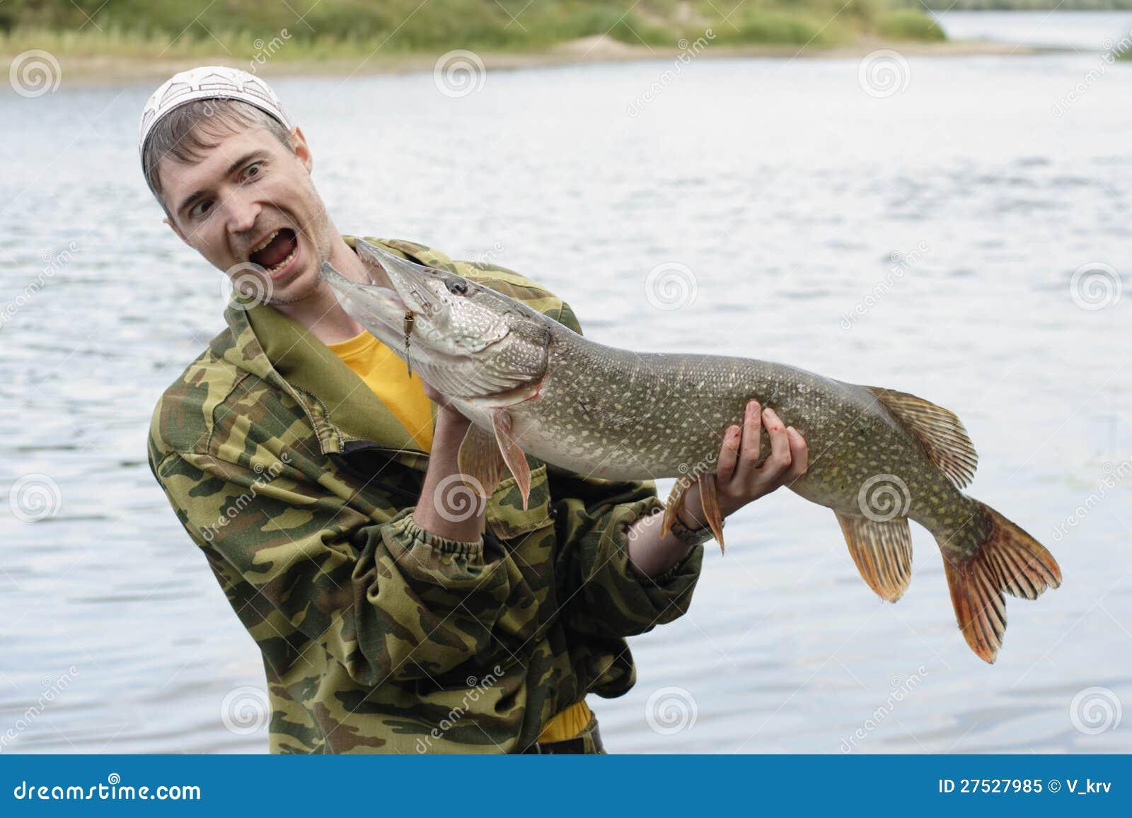 Новогодний, картинки с рыбаками держащие рыбу