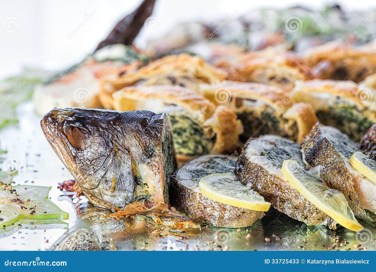 Рыбы с заполнять