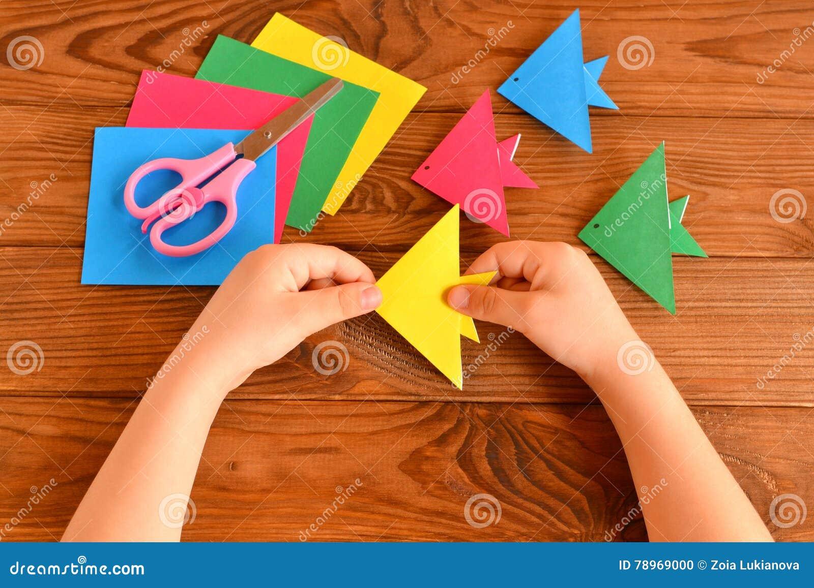 Поделки ребенка из хобби бумаги