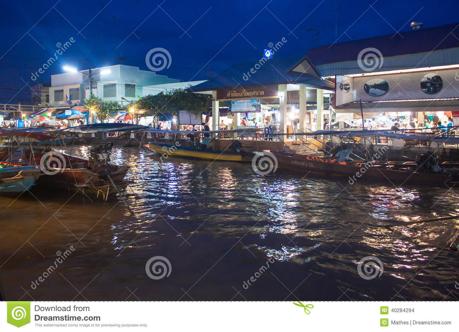 Рынок Ampahwa плавая