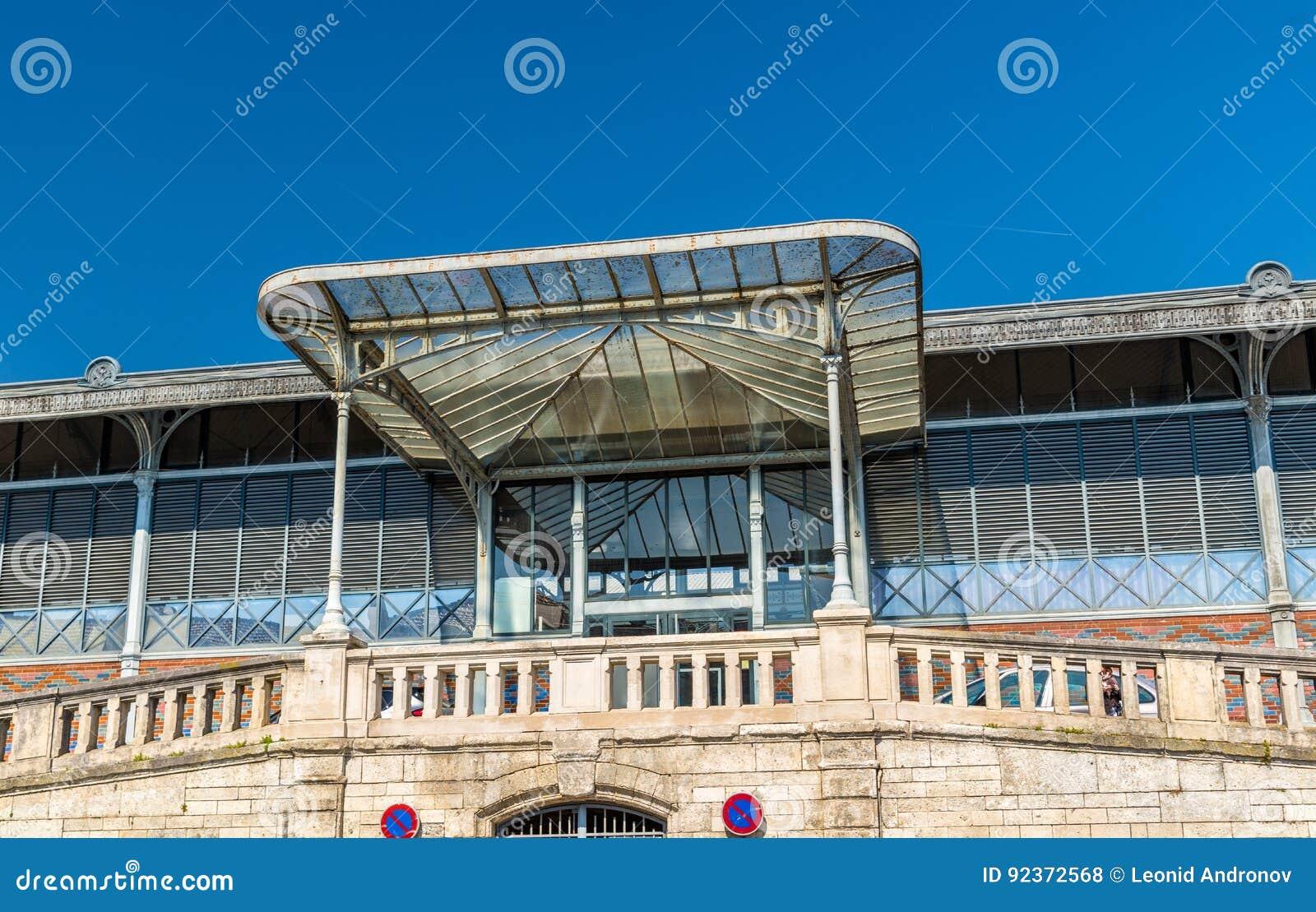 Рынок Les Halles в Angouleme, Франции