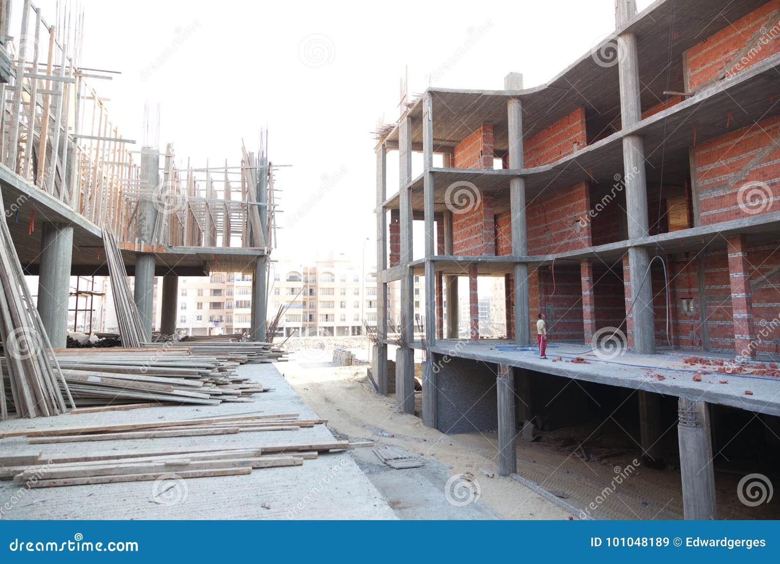рядки конструкции здания предпосылки черные промышленные под окнами