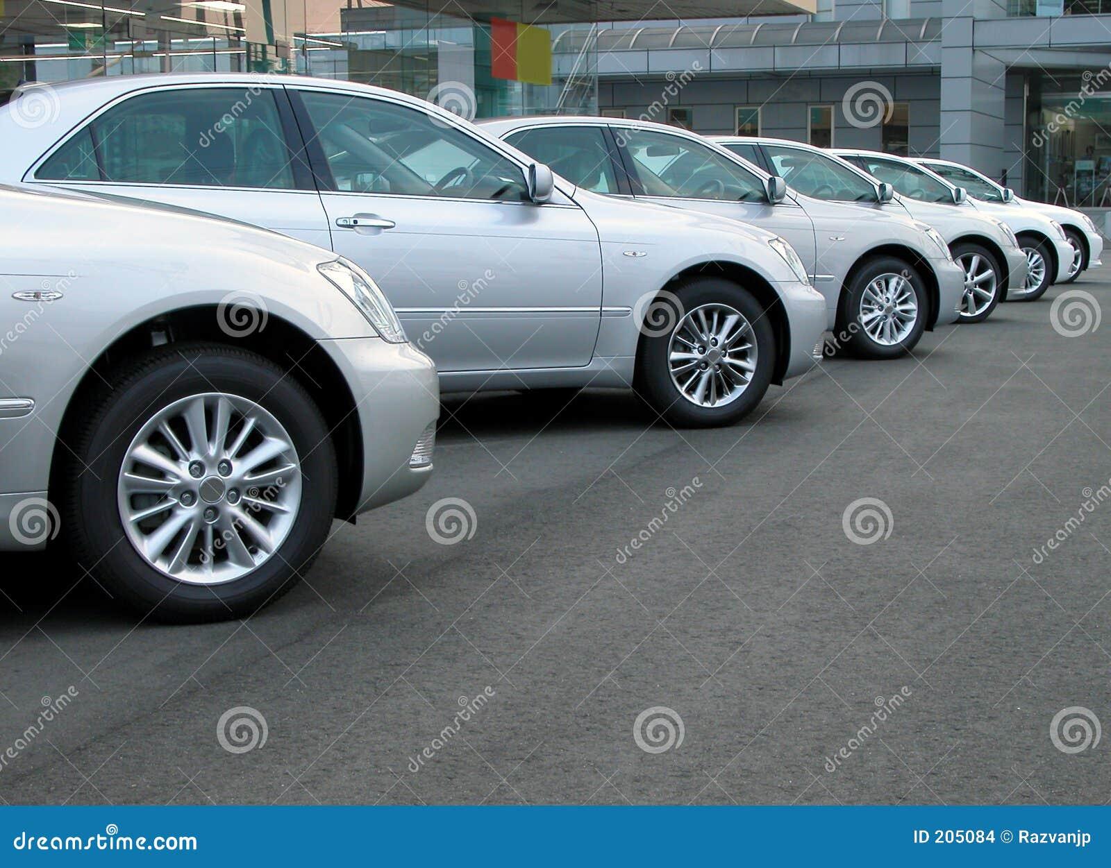 рядок автомобилей