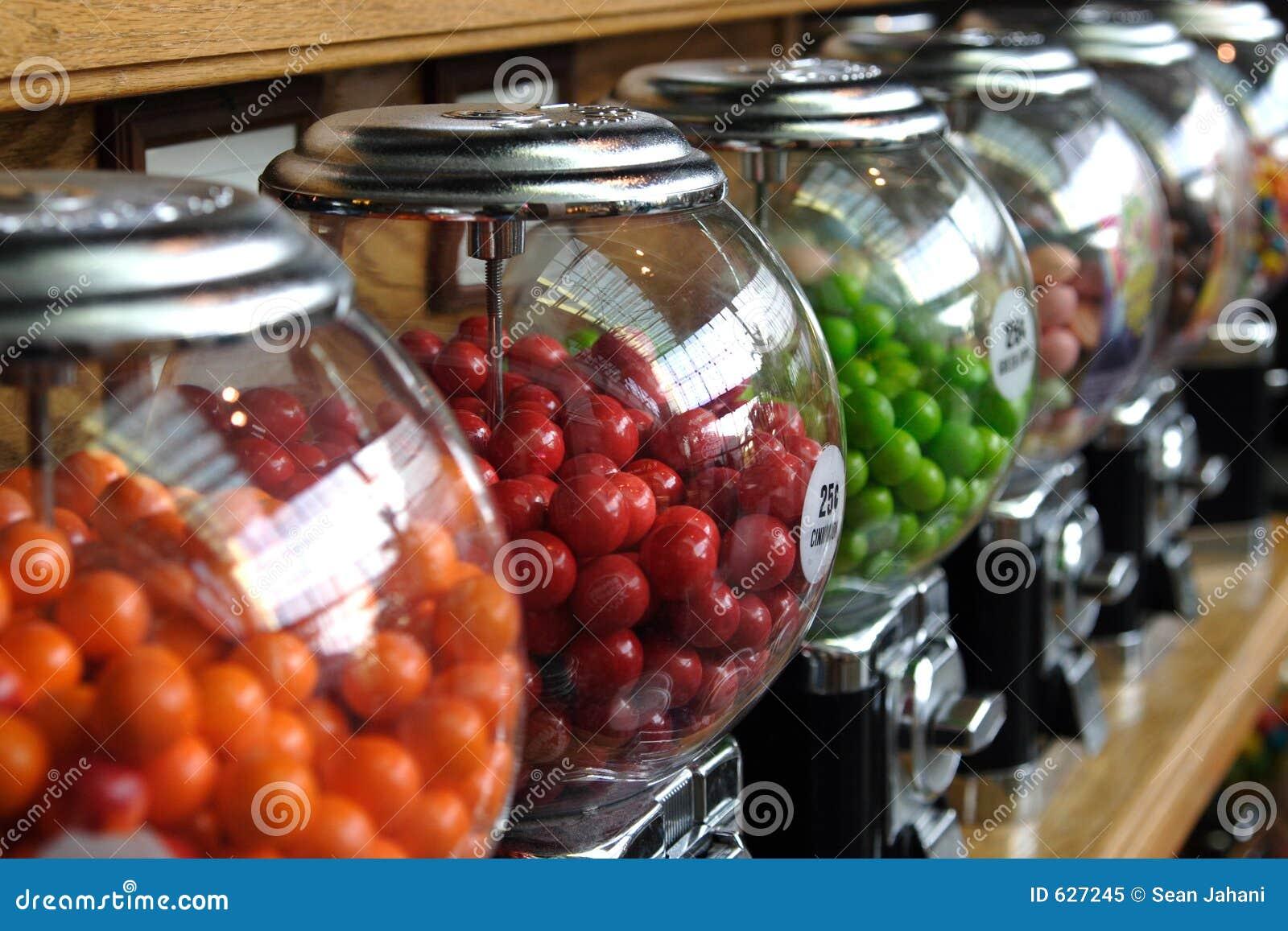 Download рядок контейнеров конфеты стоковое изображение. изображение насчитывающей цвет - 627245
