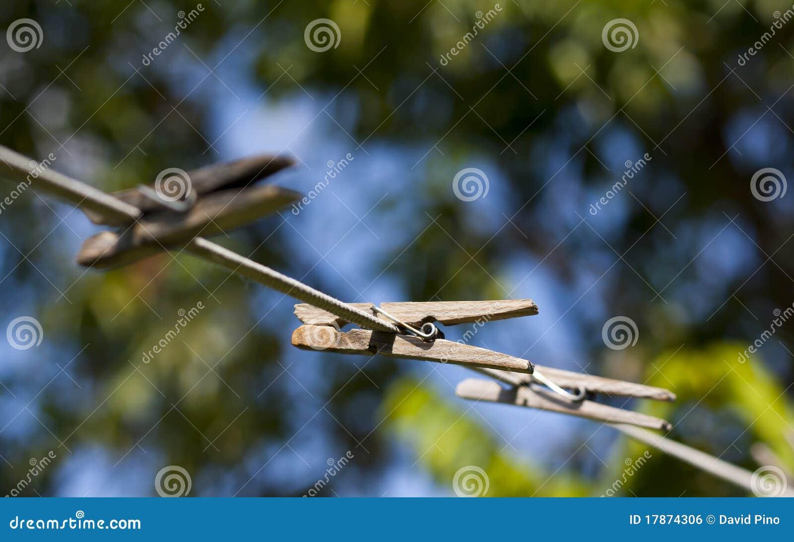 рядок clothespins