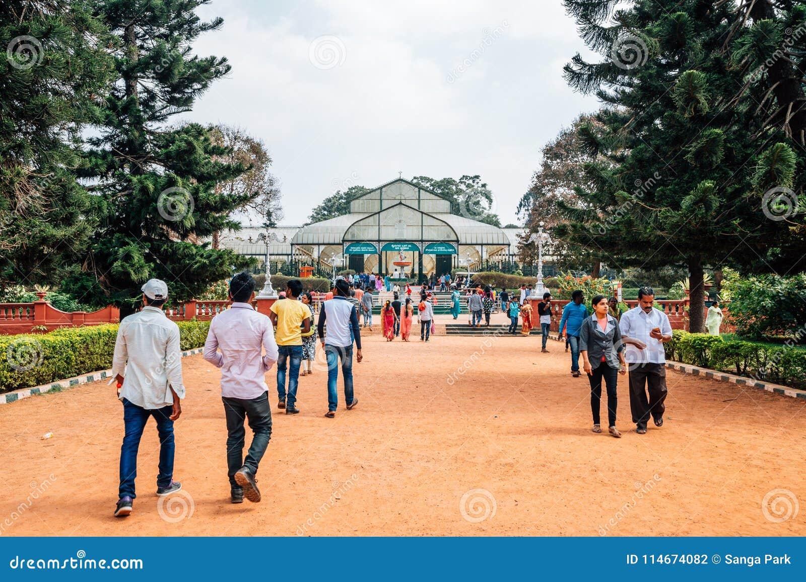 Сад Lalbagh ботанический и люди туриста в Бангалоре, Индии