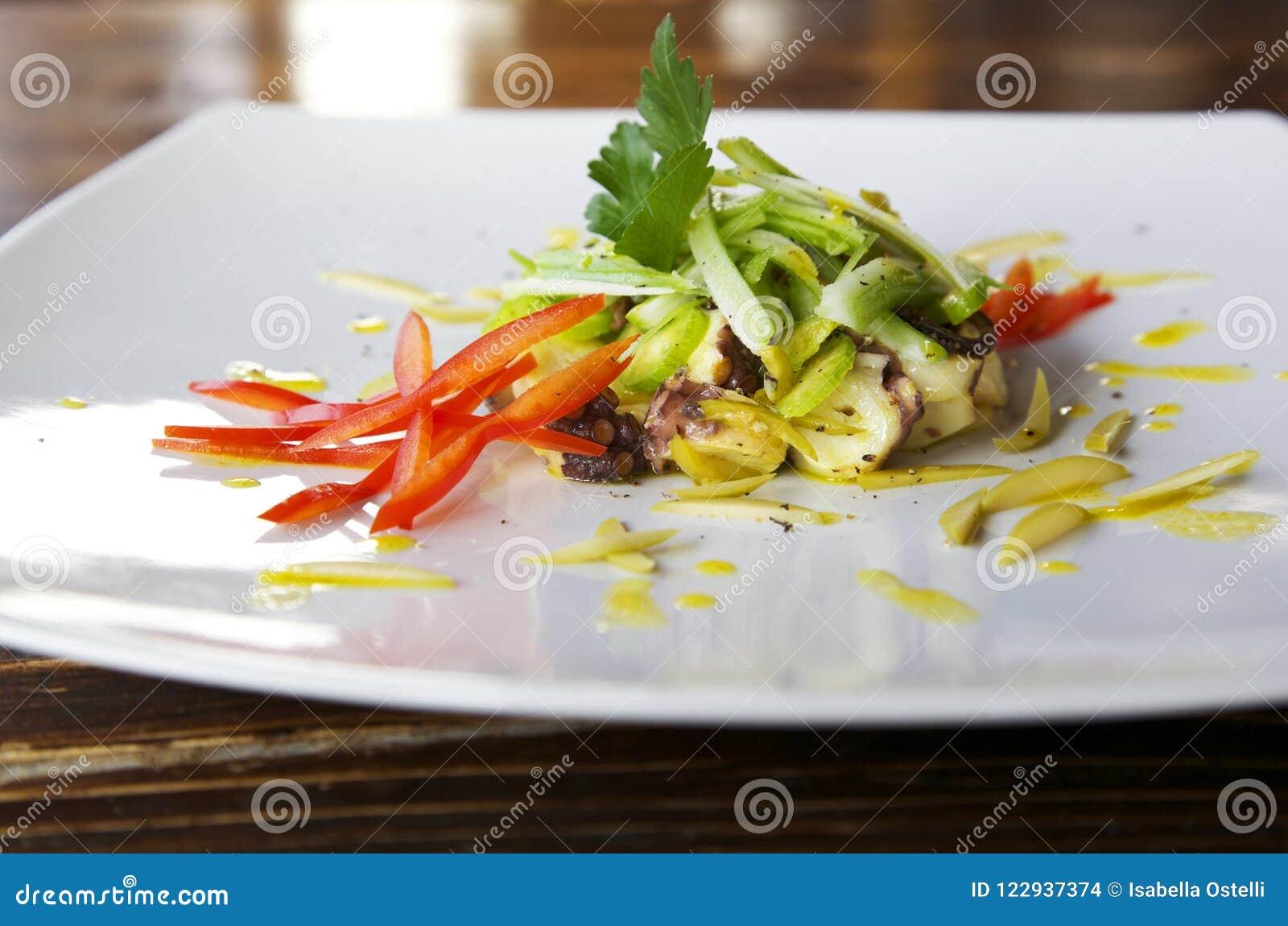 Салат осьминога