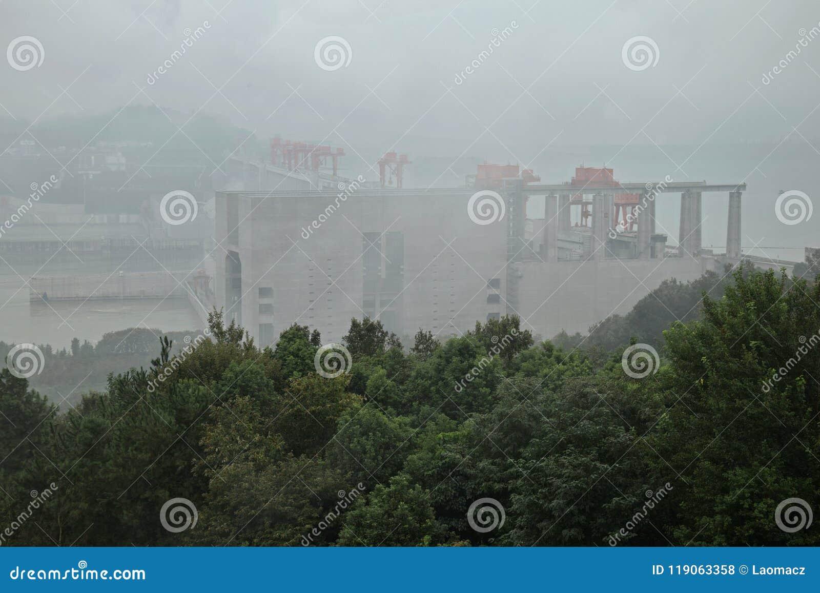 Самая большая гидроэлектрическая электростанция в мире - Дамба (Три ущелья) на Реке Янцзы в Китае
