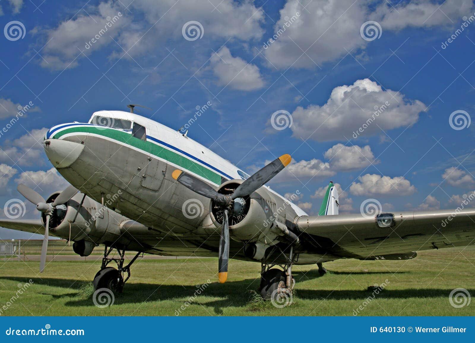 Download самолет стоковое фото. изображение насчитывающей взлет - 640130