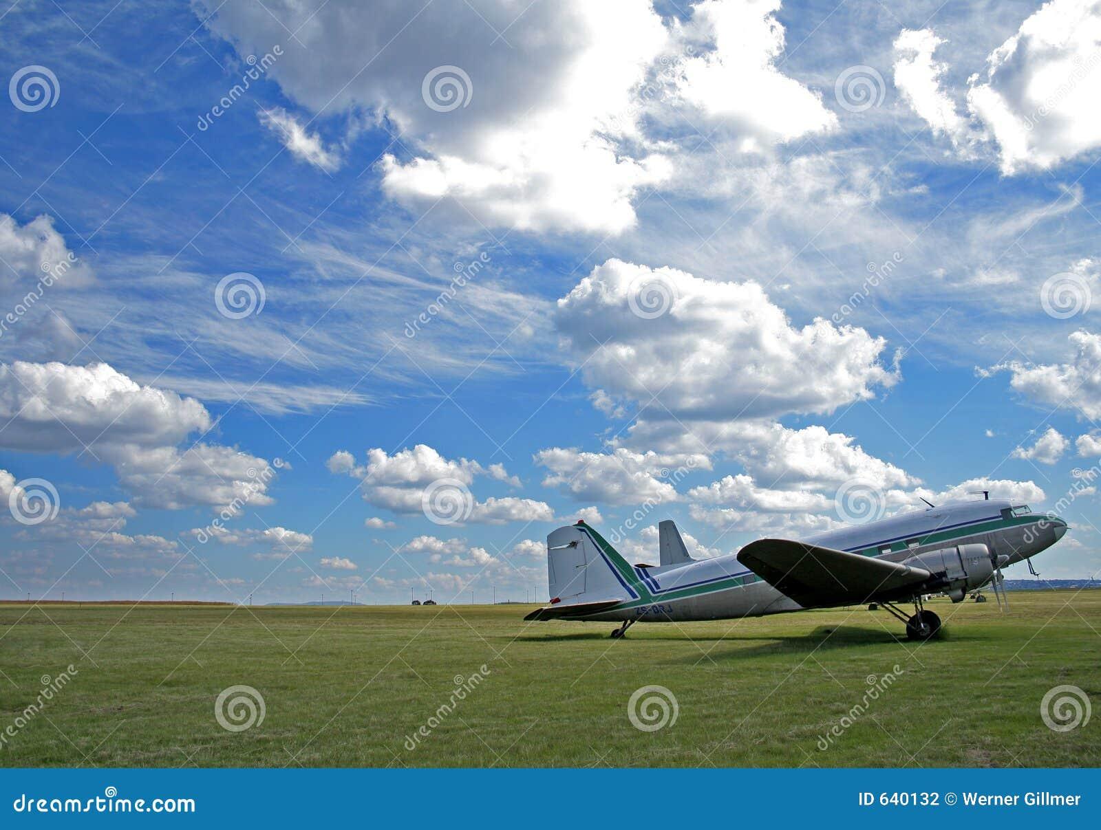 Download самолет стоковое фото. изображение насчитывающей переход - 640132