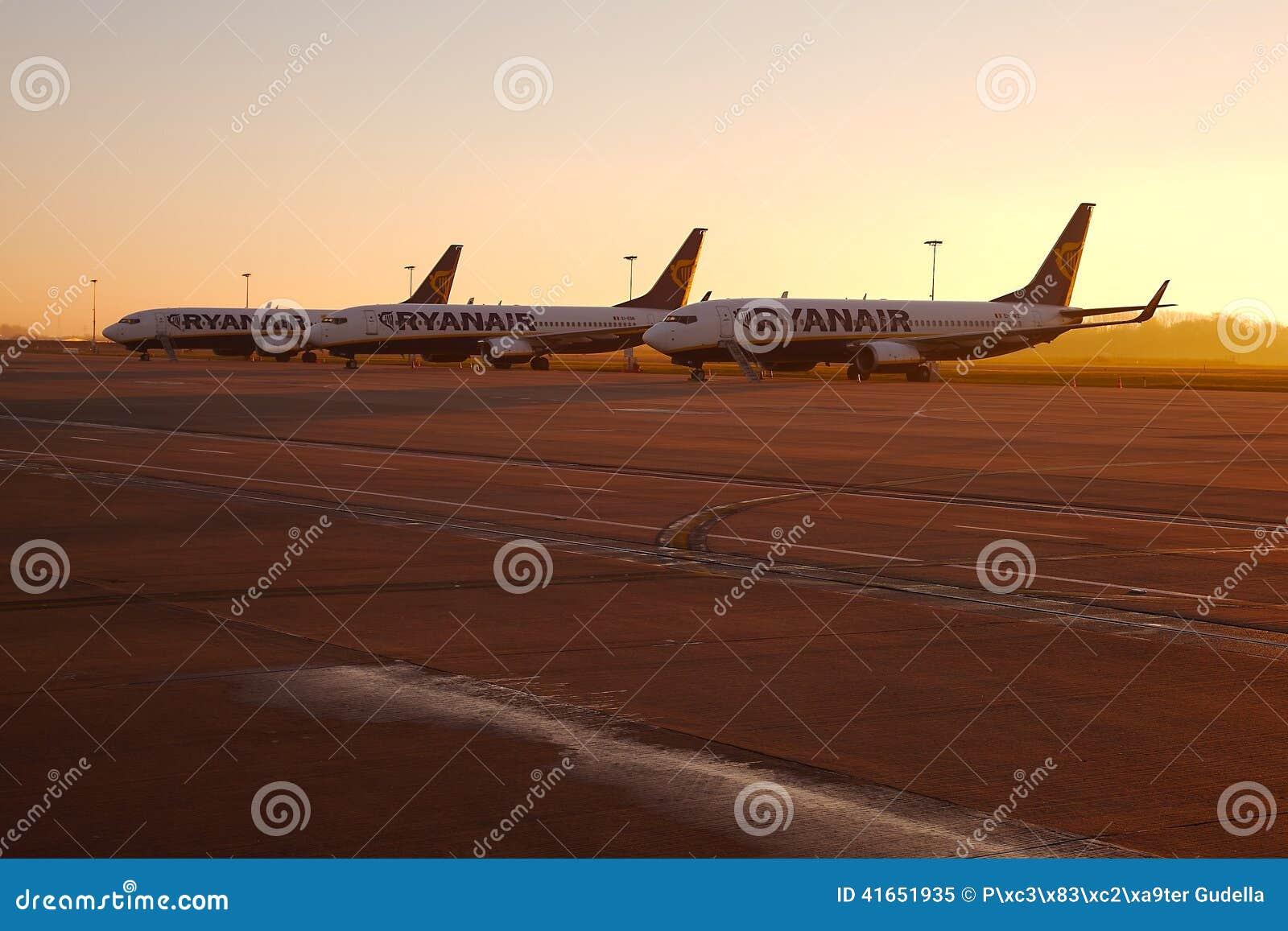Самолеты в восходе солнца
