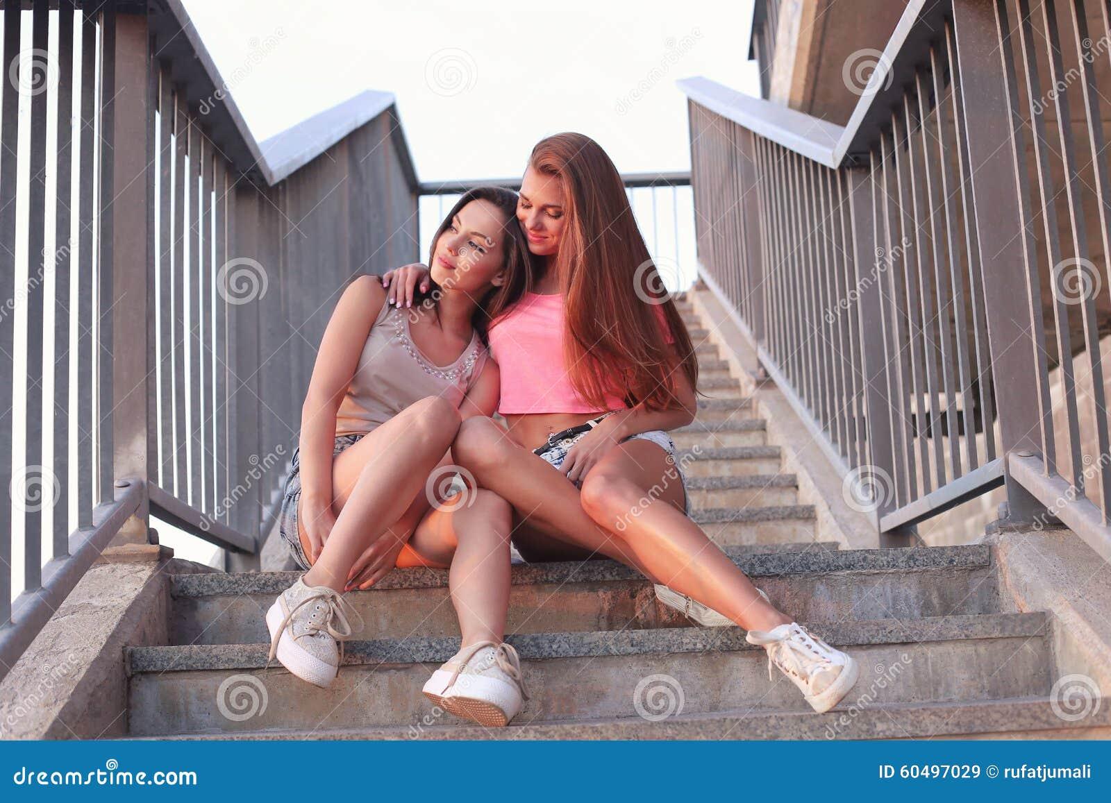 dve-rizhih-lesbi
