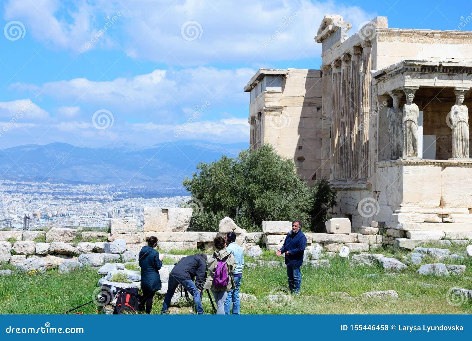 Самый старый висок на акрополе, построенном в честь божественного patroness города - Hekatompedon athene