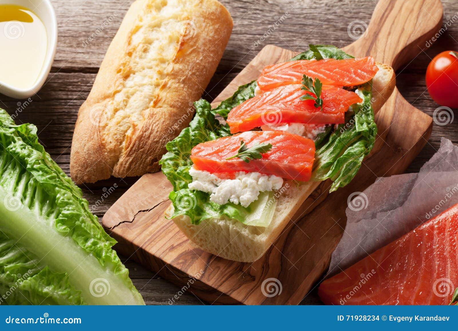 Сандвич с семгами