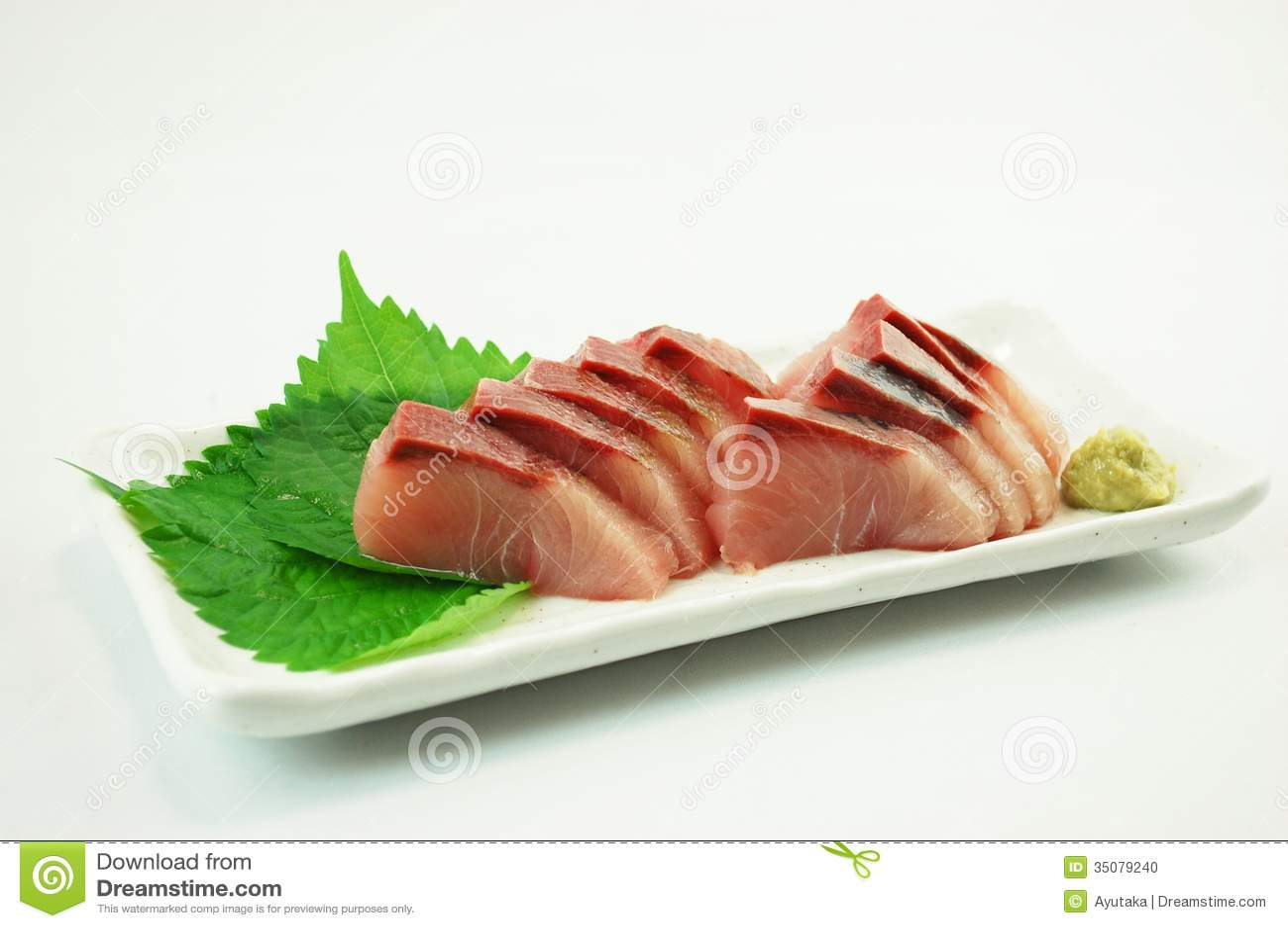 yellowtail sashimi and mango puree - 640×425