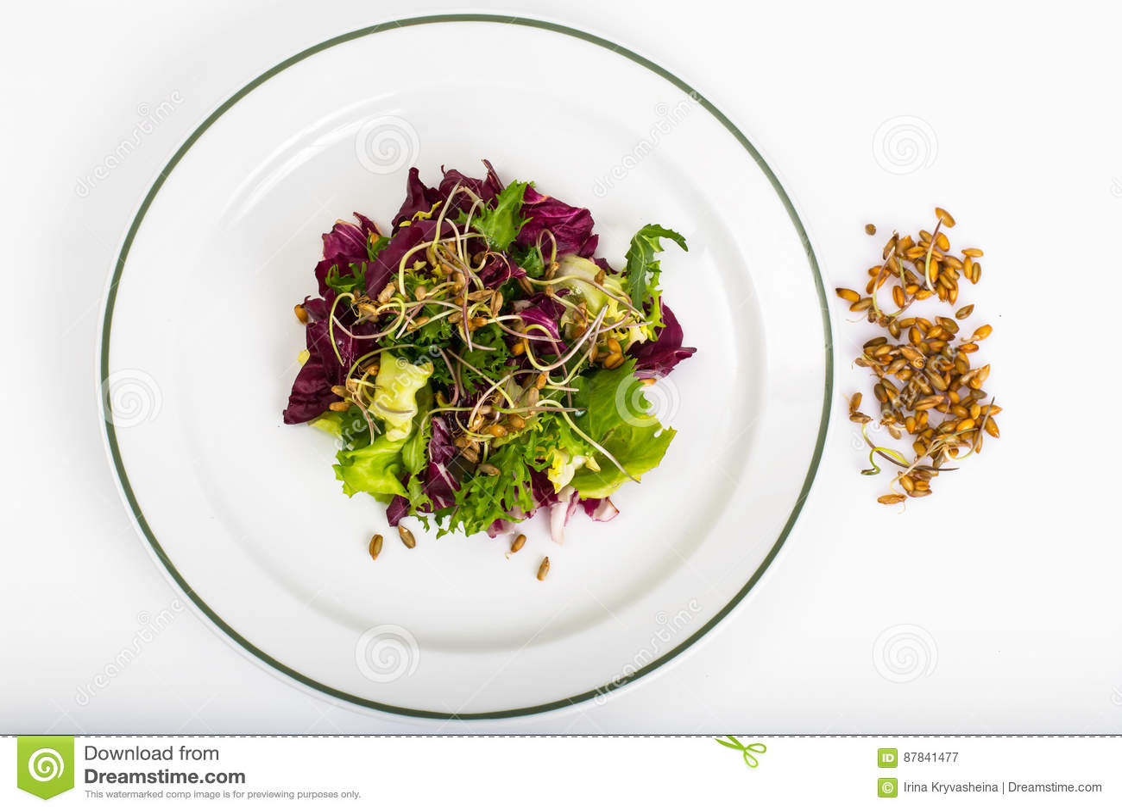 Салат с ростками рож
