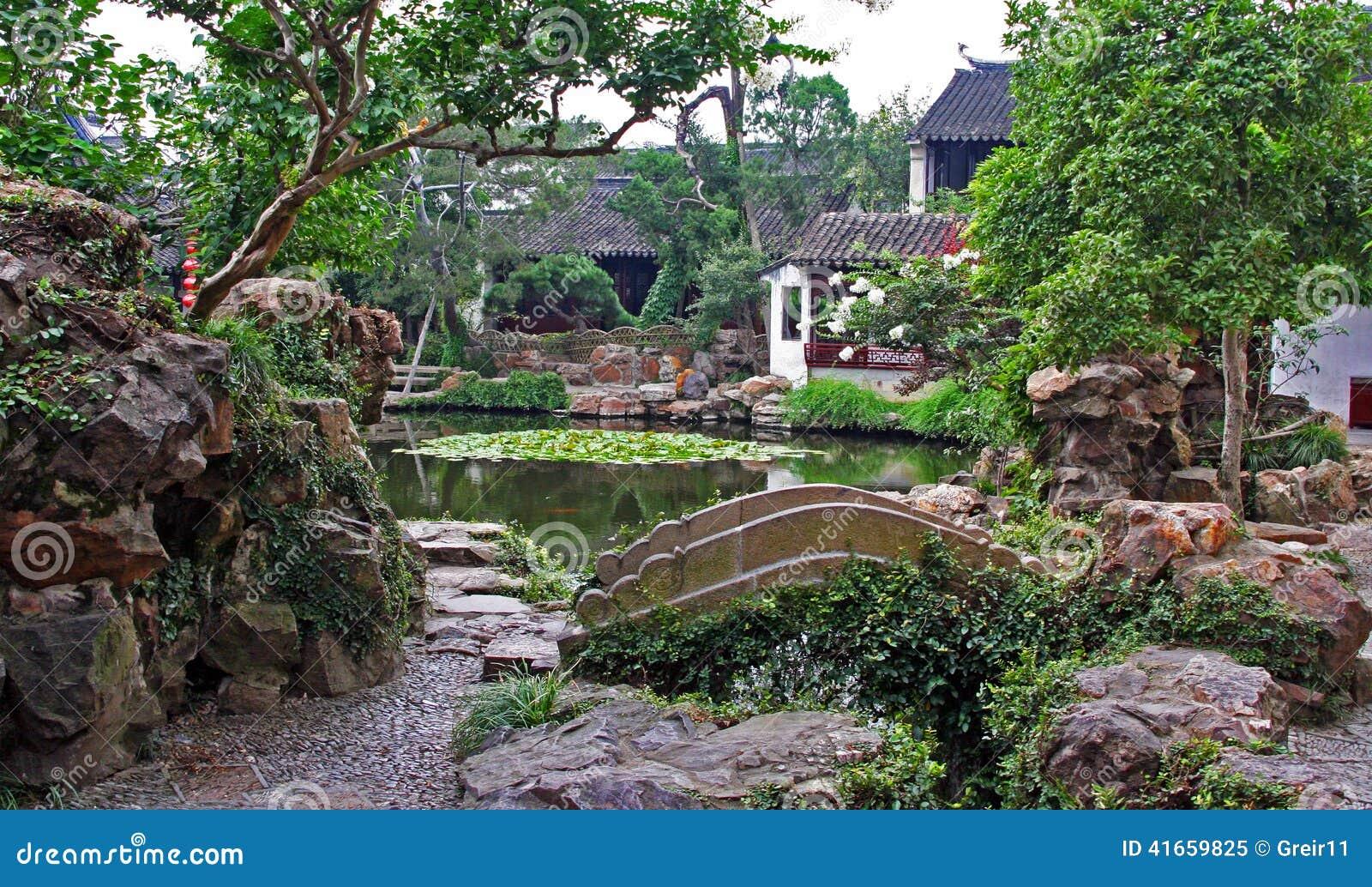 Сад в Сучжоу около Шанхая, Китая