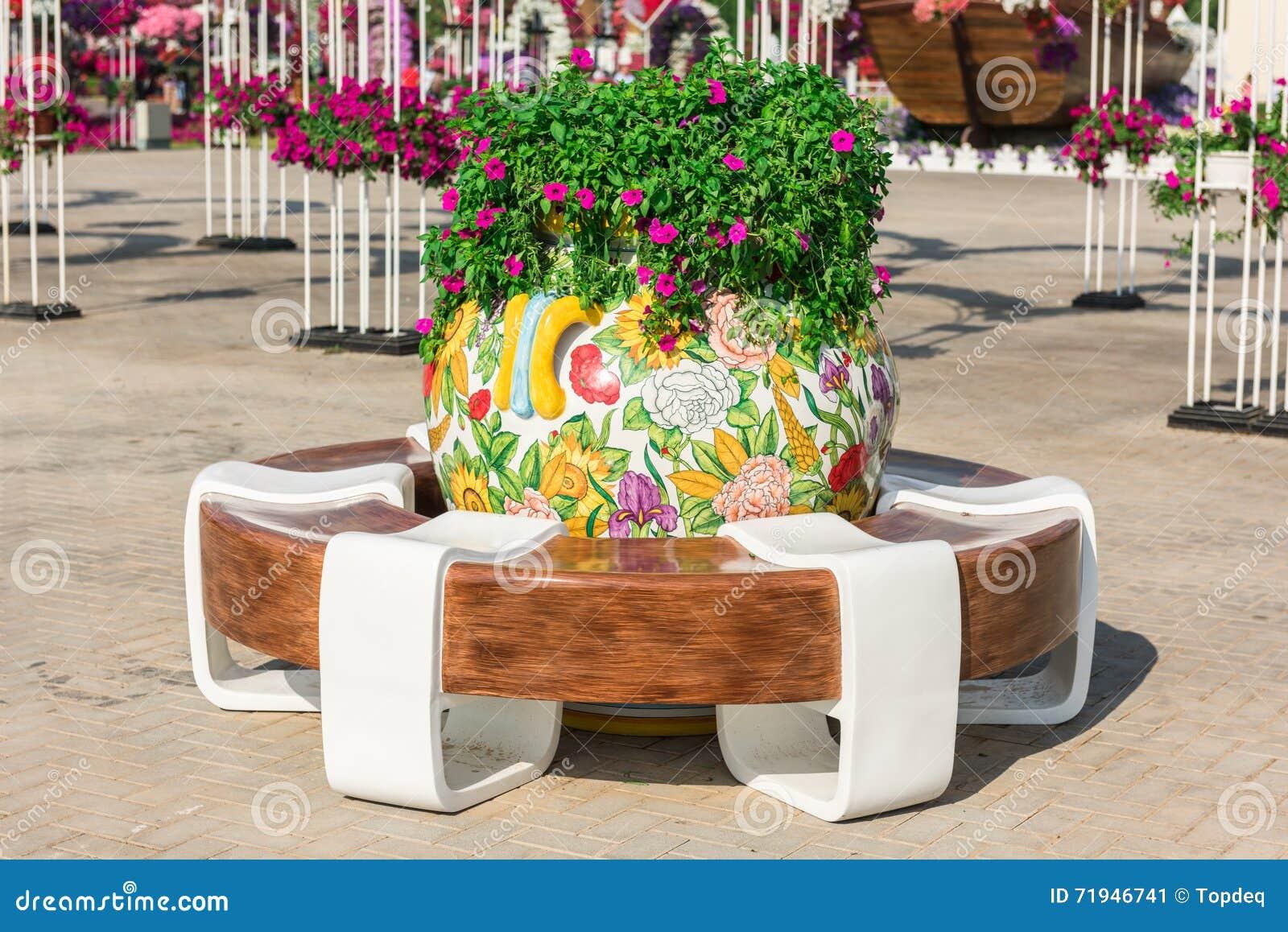 Сад чуда Дубай с над миллионом цветками