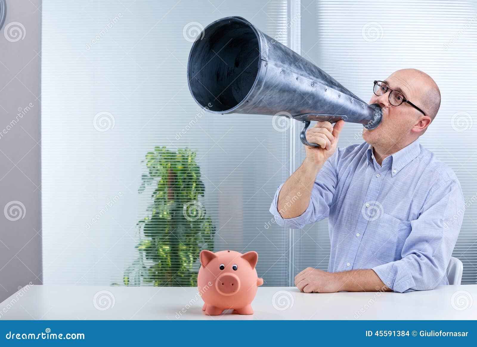 Сбережения мегафона и свиньи человека средние