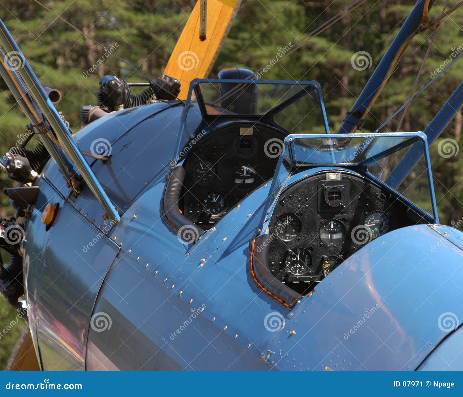 сбор винограда кокпита самолет-биплана