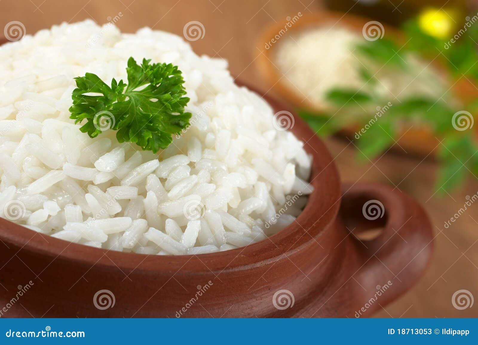 сваренный рис петрушки