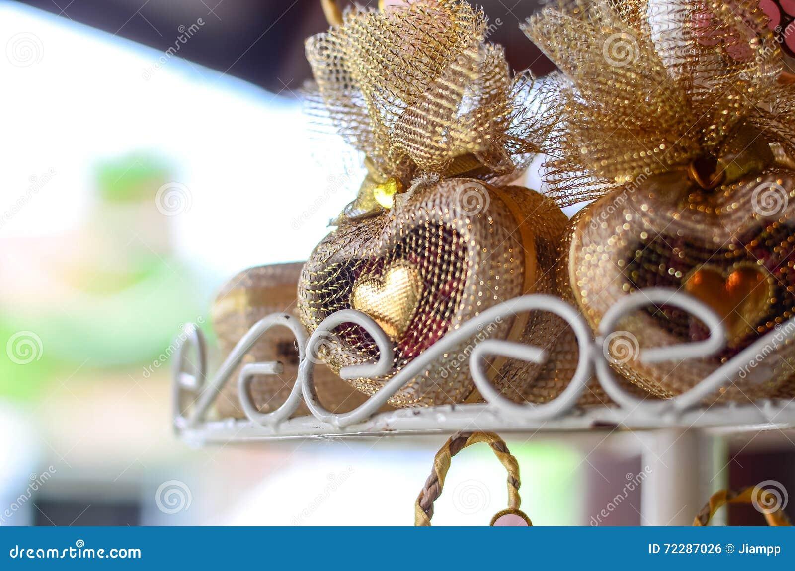 Download Свадьба благоволит к форменному сердцу с фильтром градиента Стоковое Фото - изображение насчитывающей оценивает, признательность: 72287026