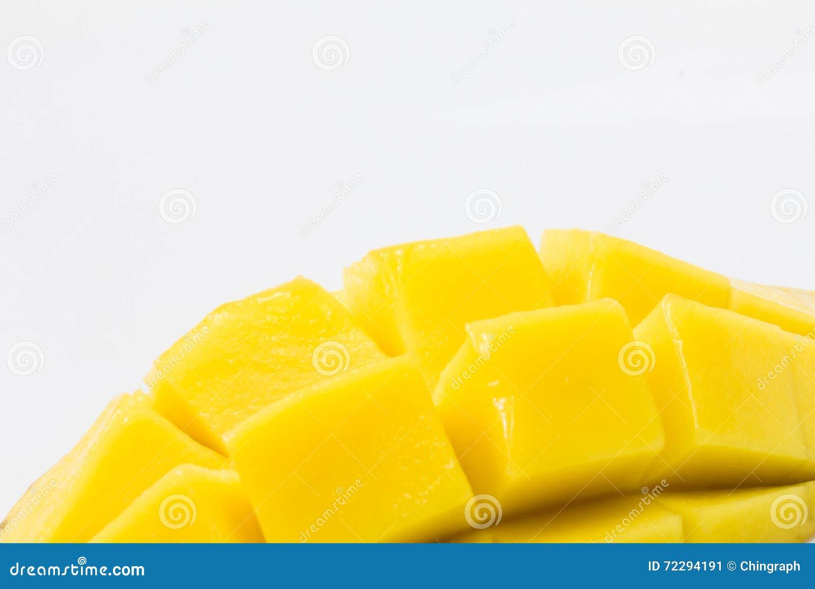 Download Свежее очень вкусное желтое манго изолированное на белой предпосылке Стоковое Изображение - изображение насчитывающей лакомка, питание: 72294191