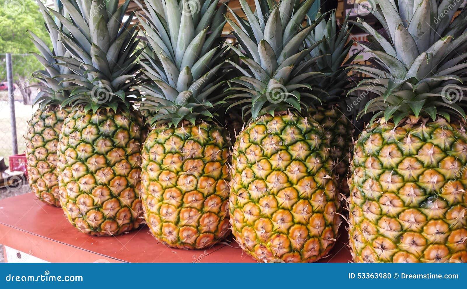 свежие ананасы