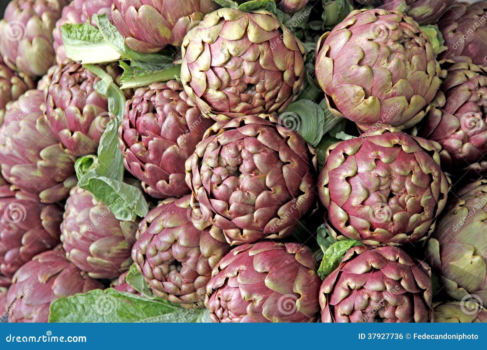 Свежие артишоки для продажи на vegetable рынке 5