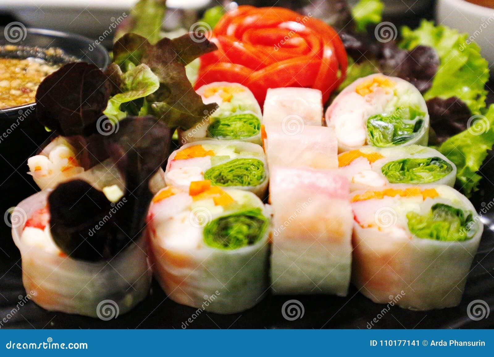 Свежие блинчики с начинкой креветки - въетнамская еда