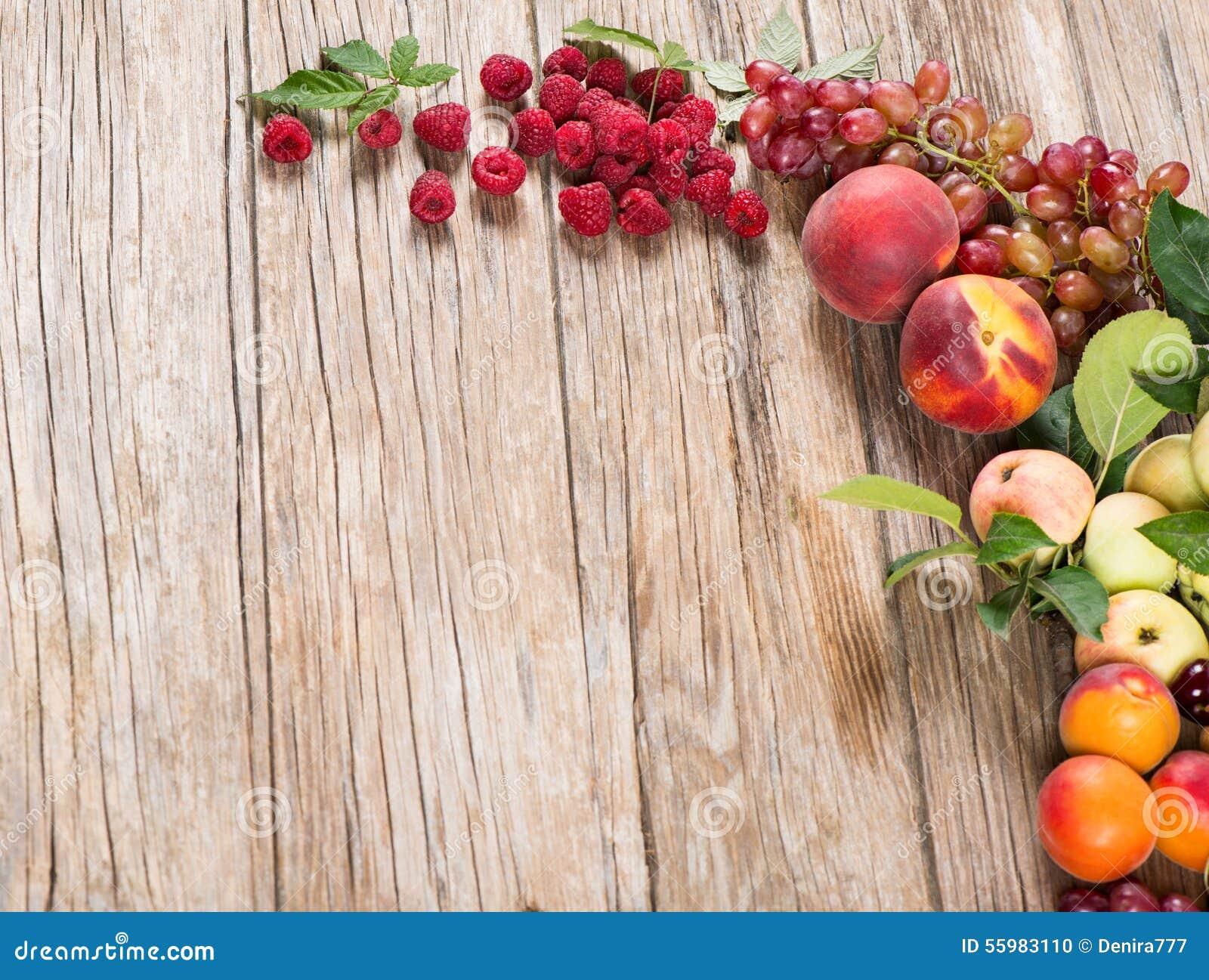 Свежие различные плодоовощи и ягоды