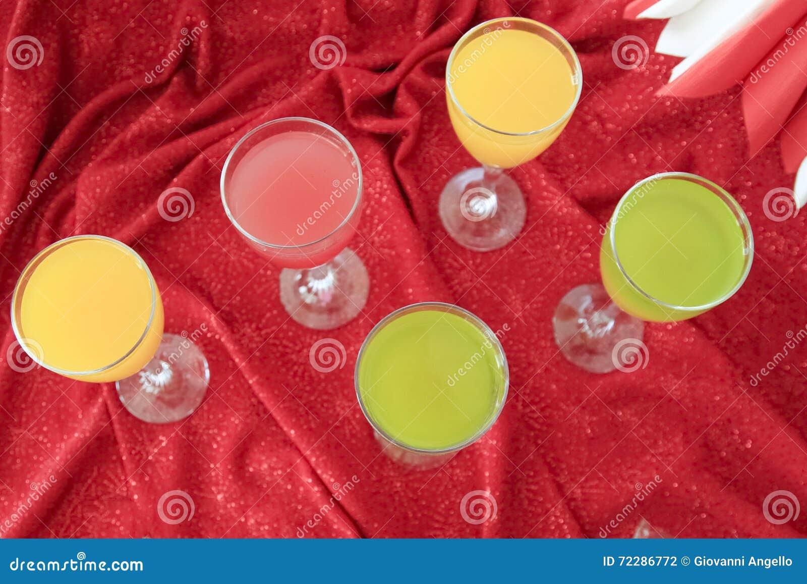 Download Свежие стекла сока стоковое фото. изображение насчитывающей стекла - 72286772