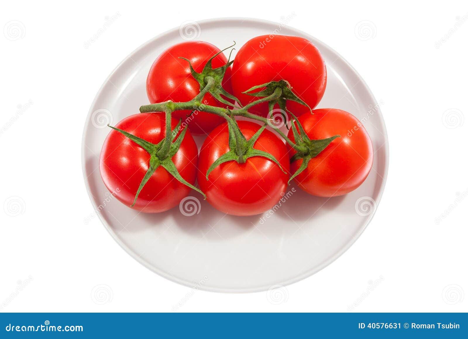 Свежие томаты на плите