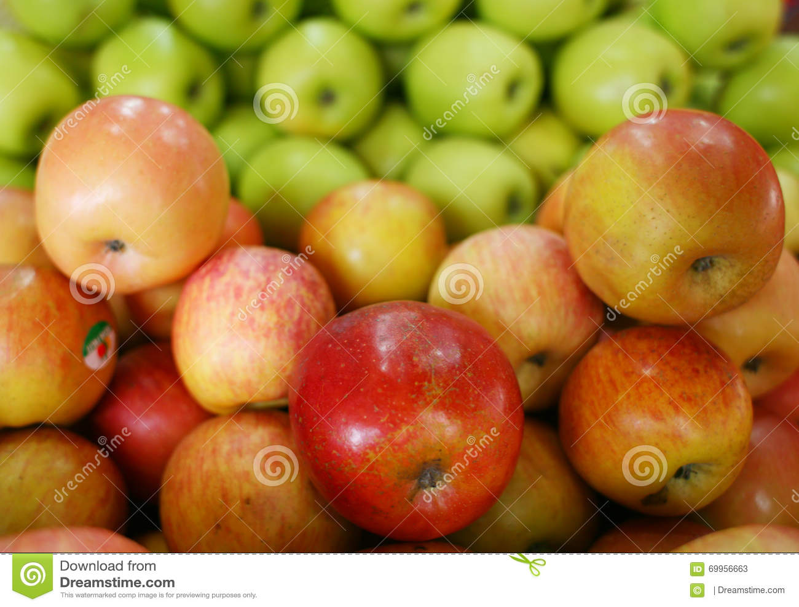 Свежий запас яблока
