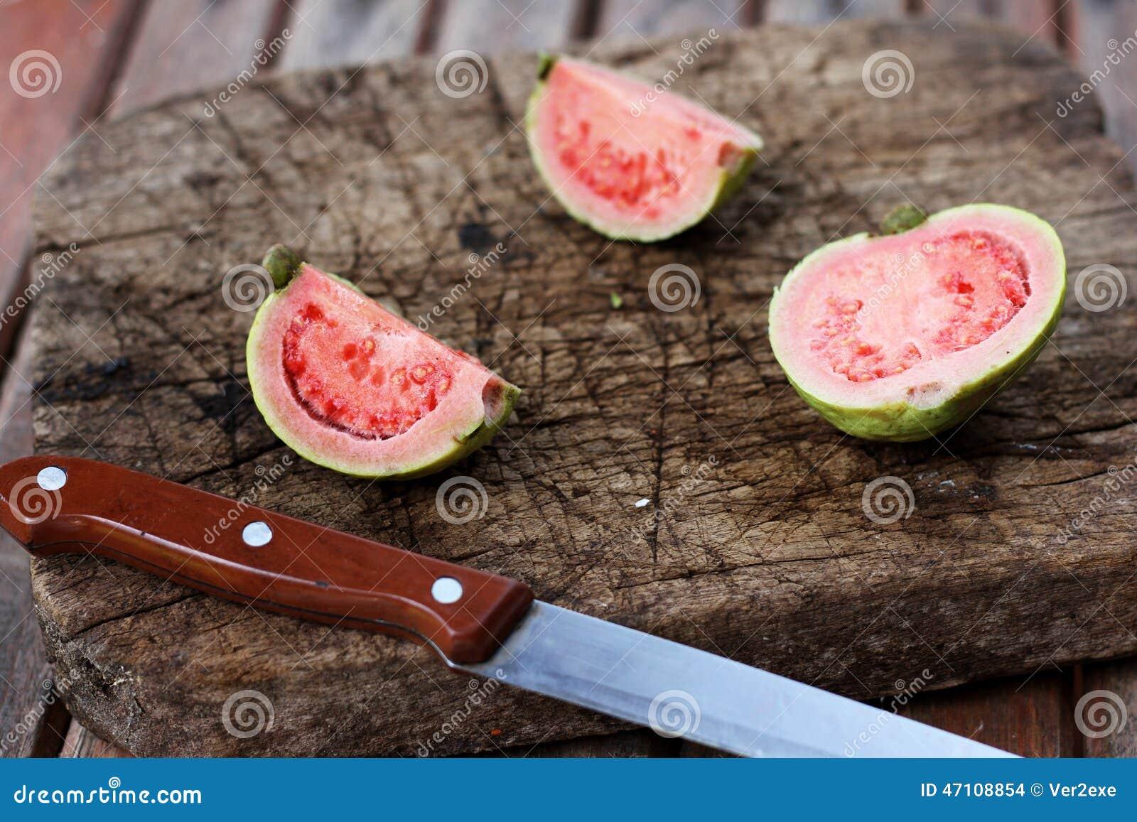 Свежий отрезанный guava