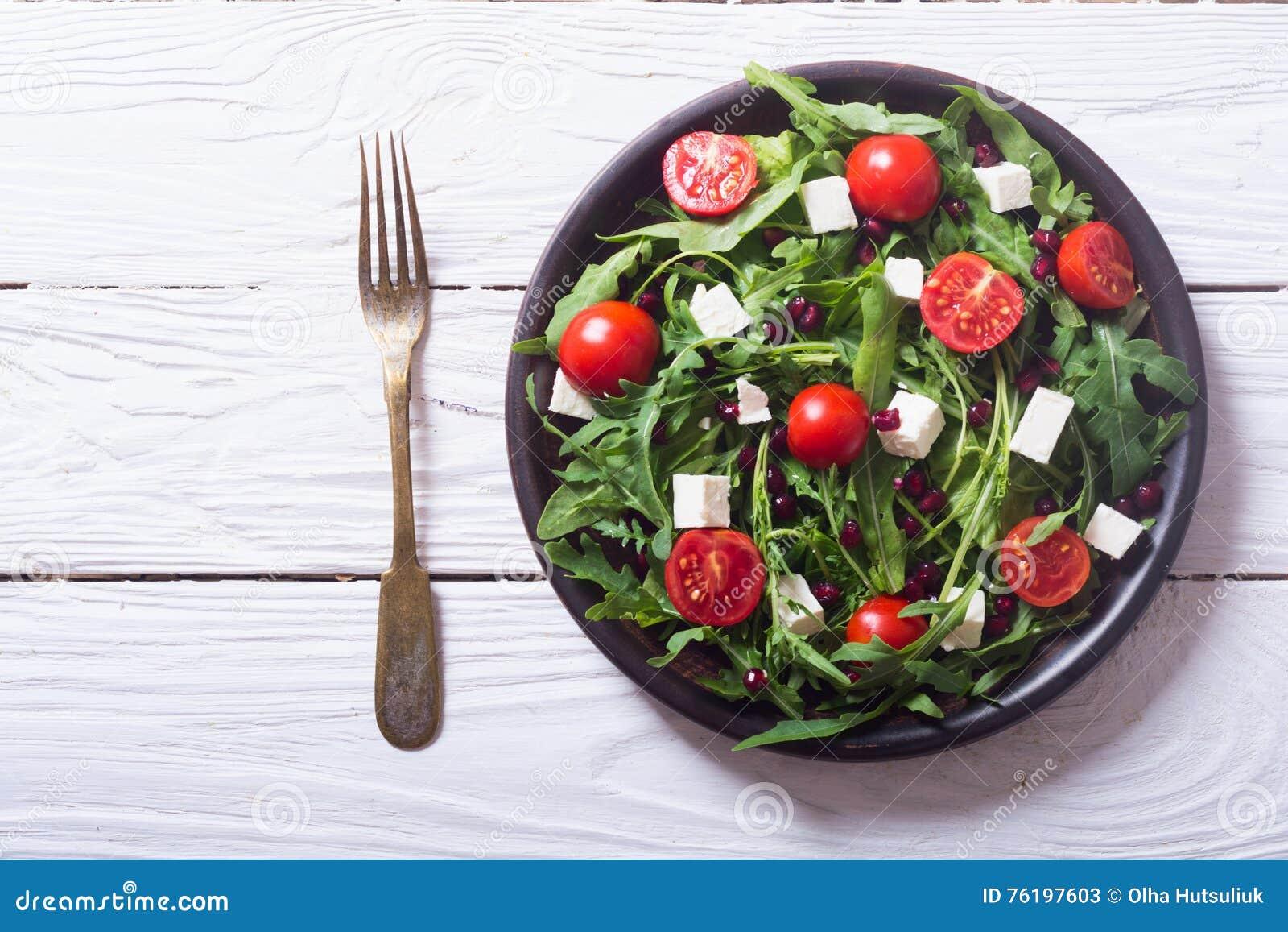 Свежий салат весны с rucola