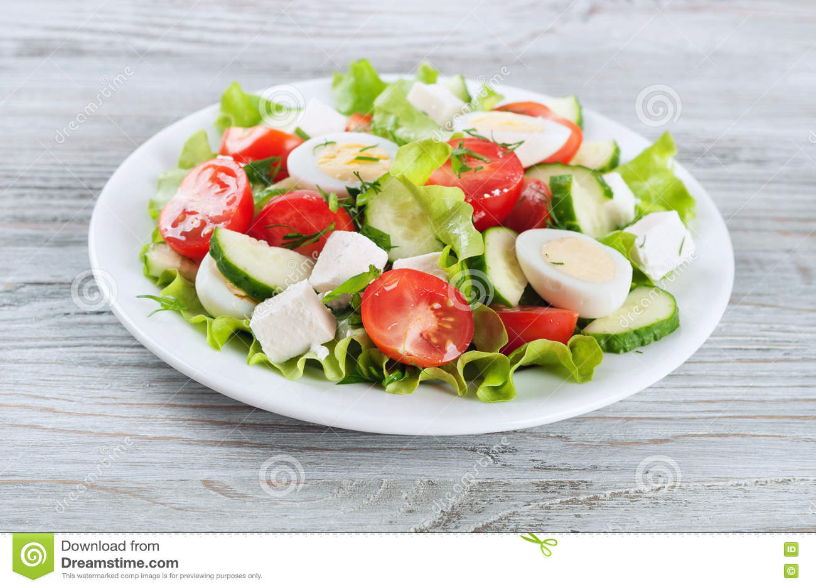 Свежий салат с яичками триперсток