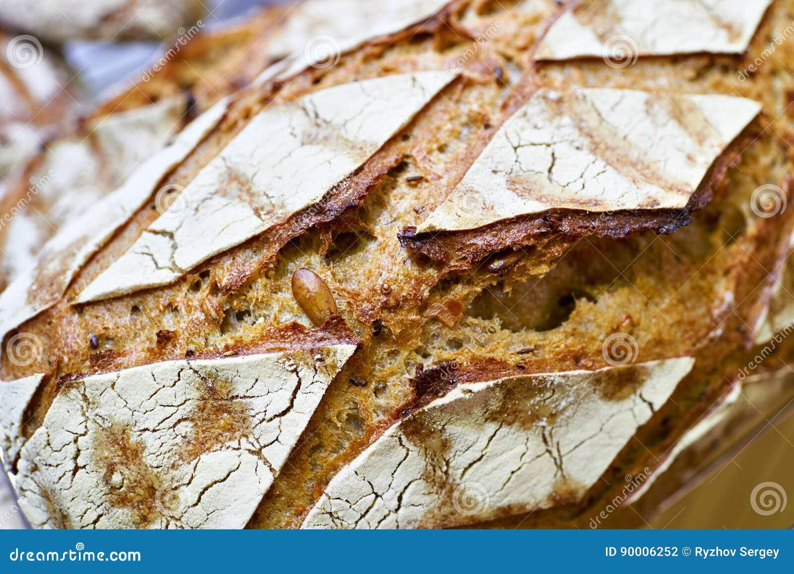 Свежий хлеб с коркой