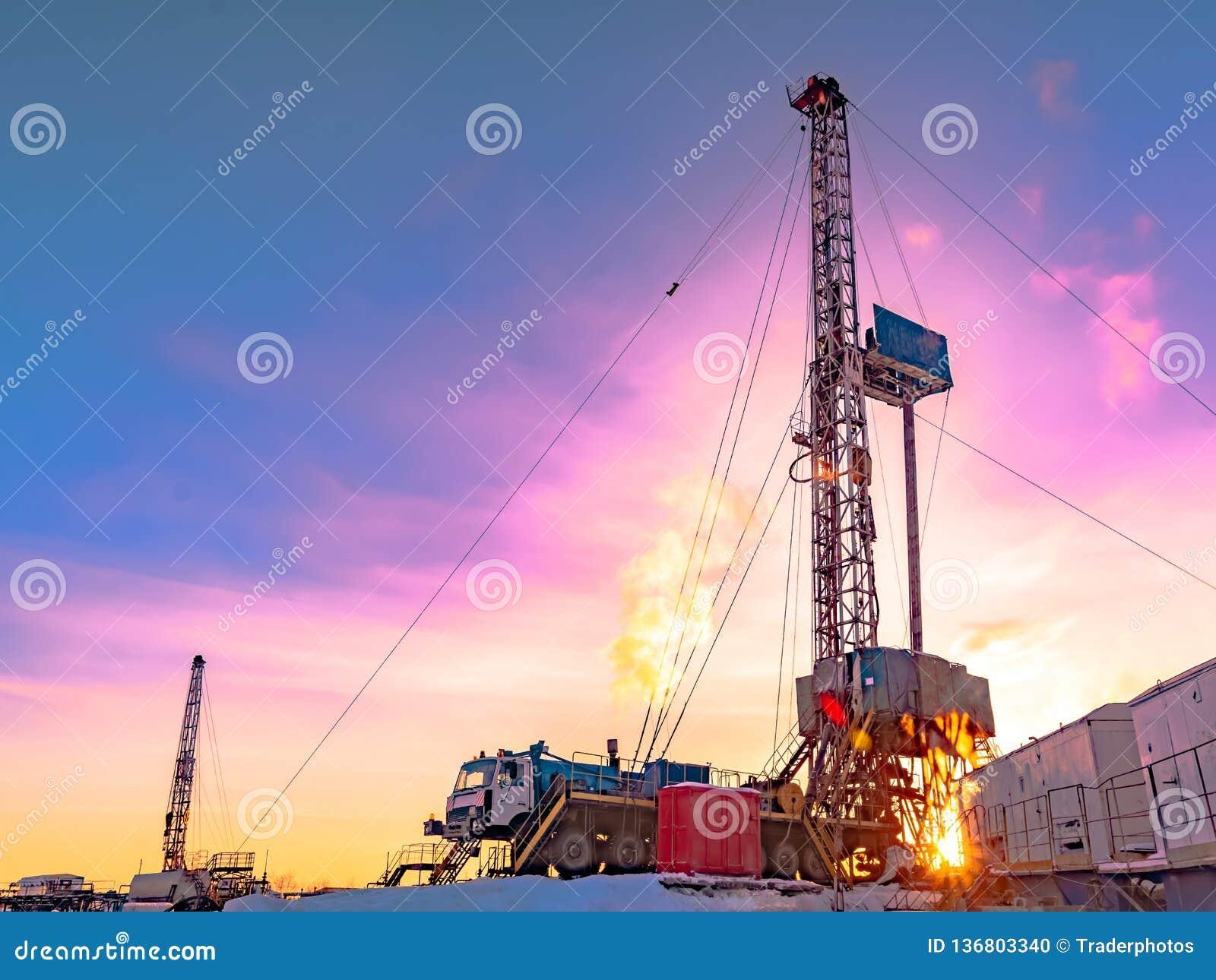 Сверлить нефтяную скважину в нефтяном месторождении нефти и газ в арктике