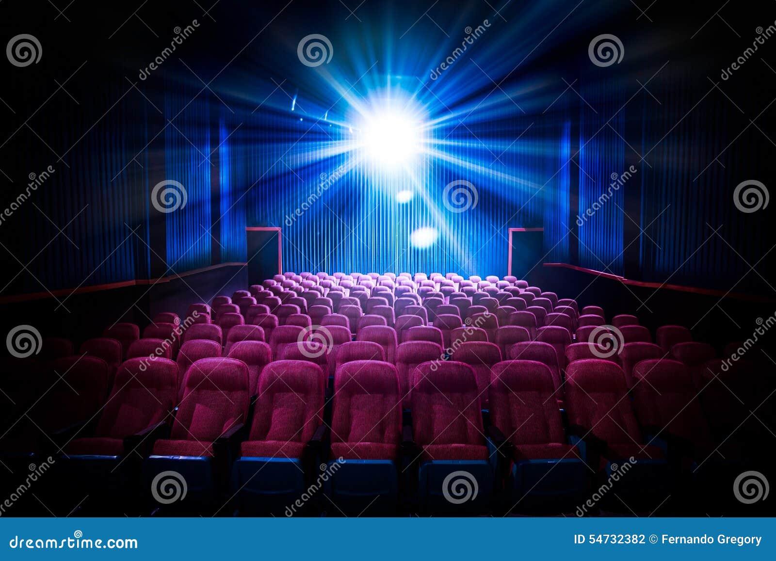 Сверхконтрастное изображение пустых мест кинотеатра