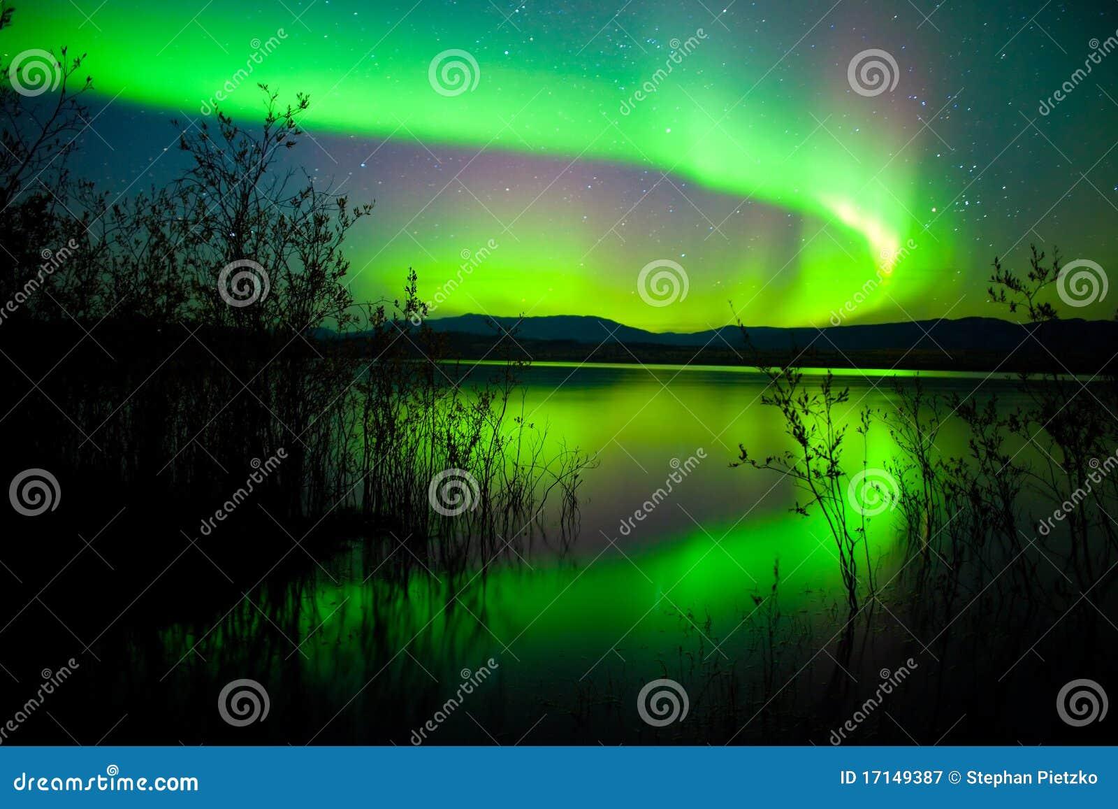 света озера отразили северную