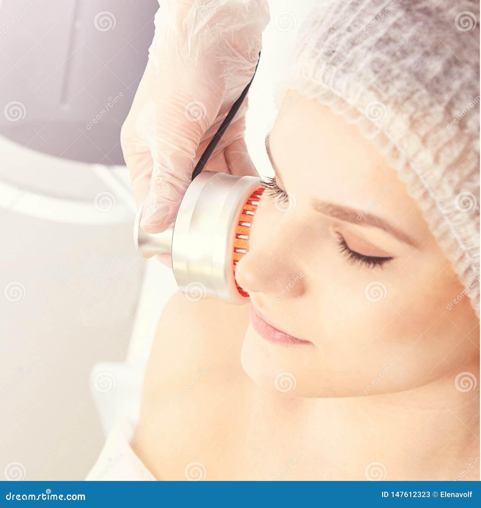 Светлая процедура по терапией Излечите косметическую процедуру Прибор женщины лицевой Анти- возраст и морщинка