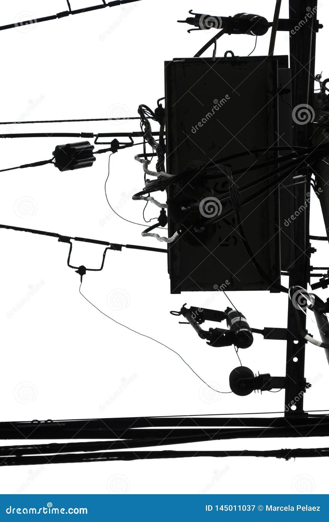 Светлые кабели в минималистском белого конспекта неба черно-белое для