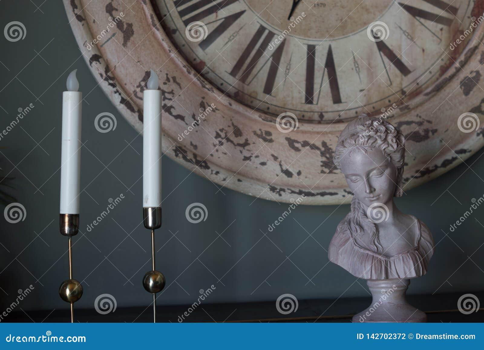 Свеча и мини скульптура