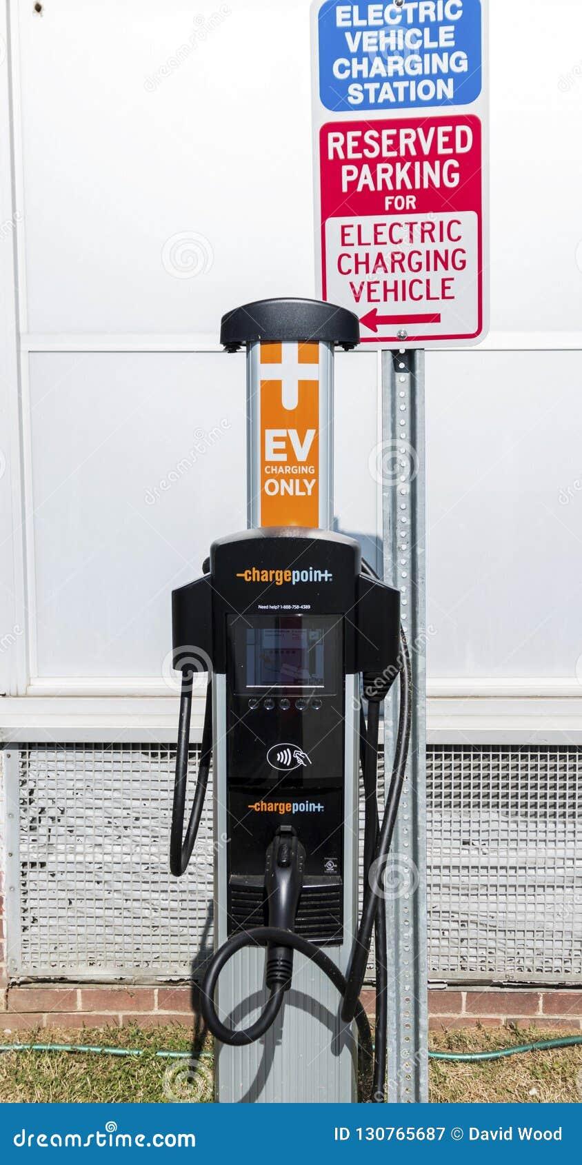Свободная зарядная станция электрического автомобиля