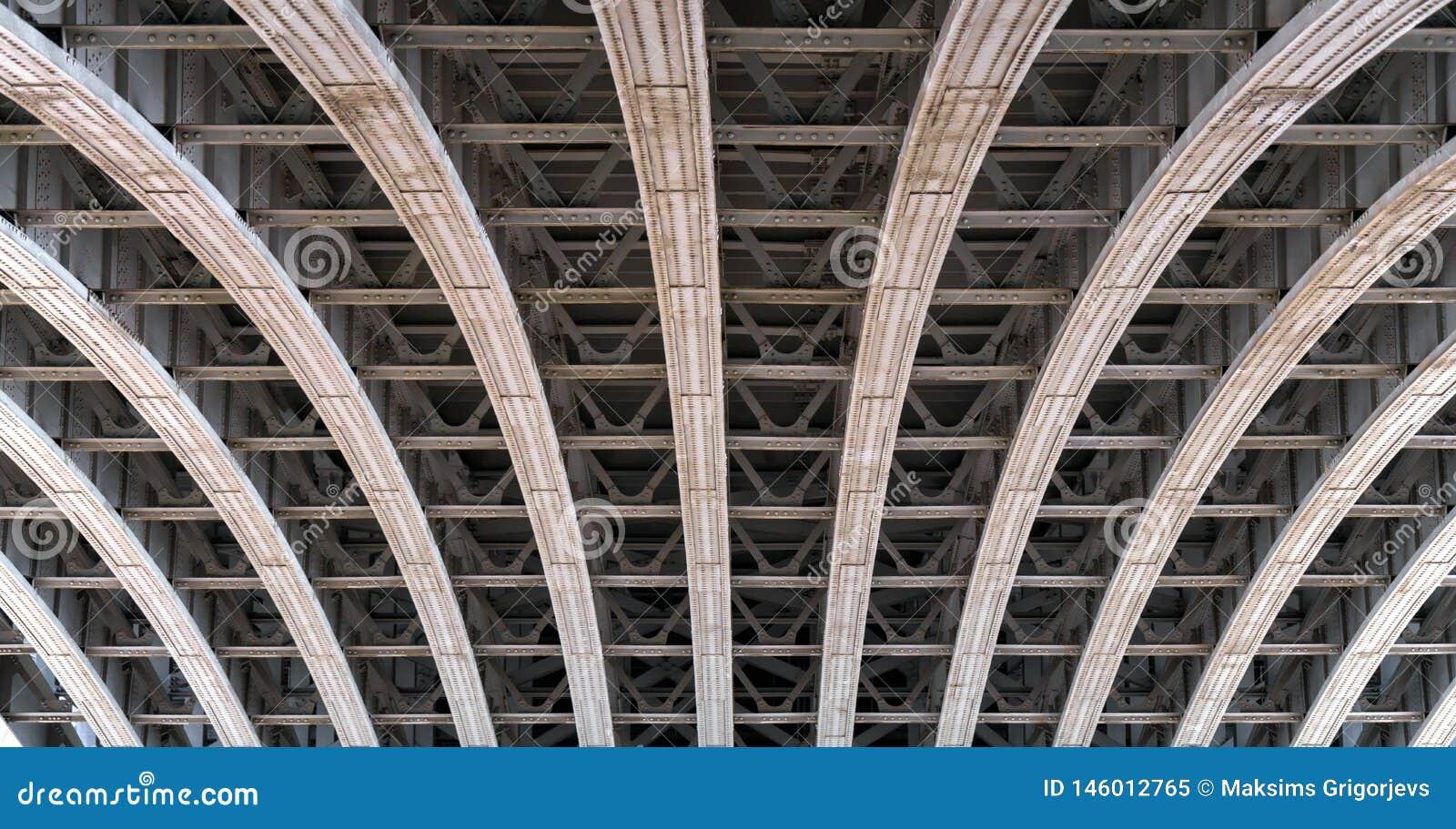 Свод рамок под мостом над рекой Темза в Лондоне