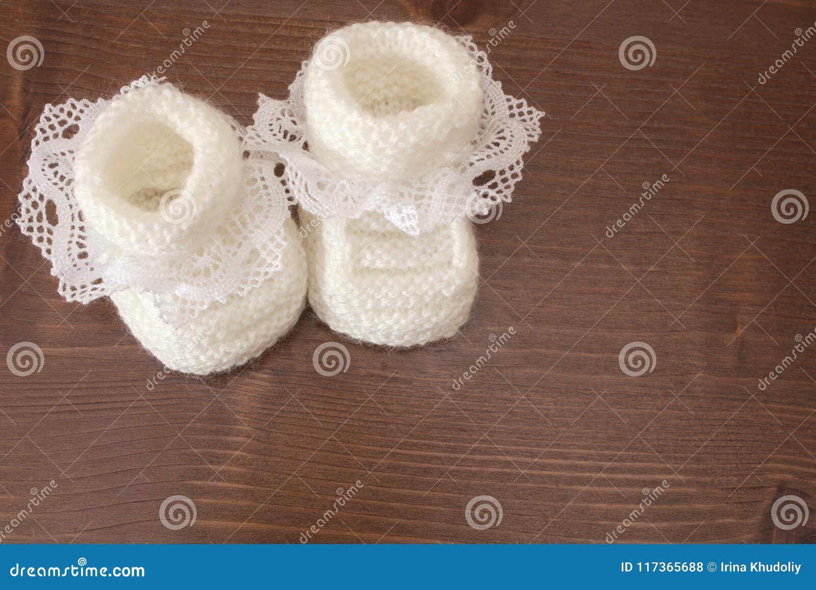 Связанные тапочки младенца